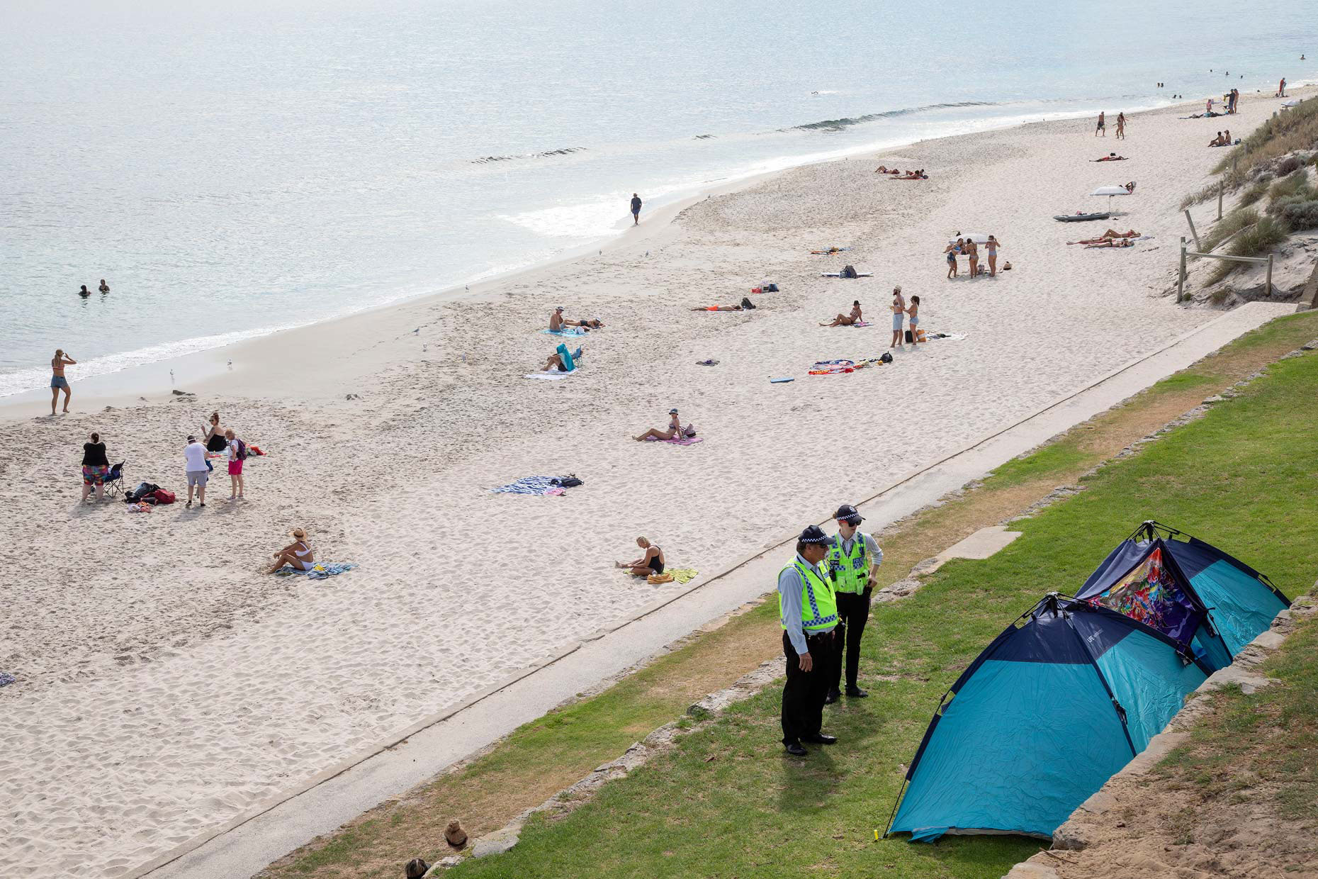 Police patrol Cottesloe Beach to enforce social-distancing