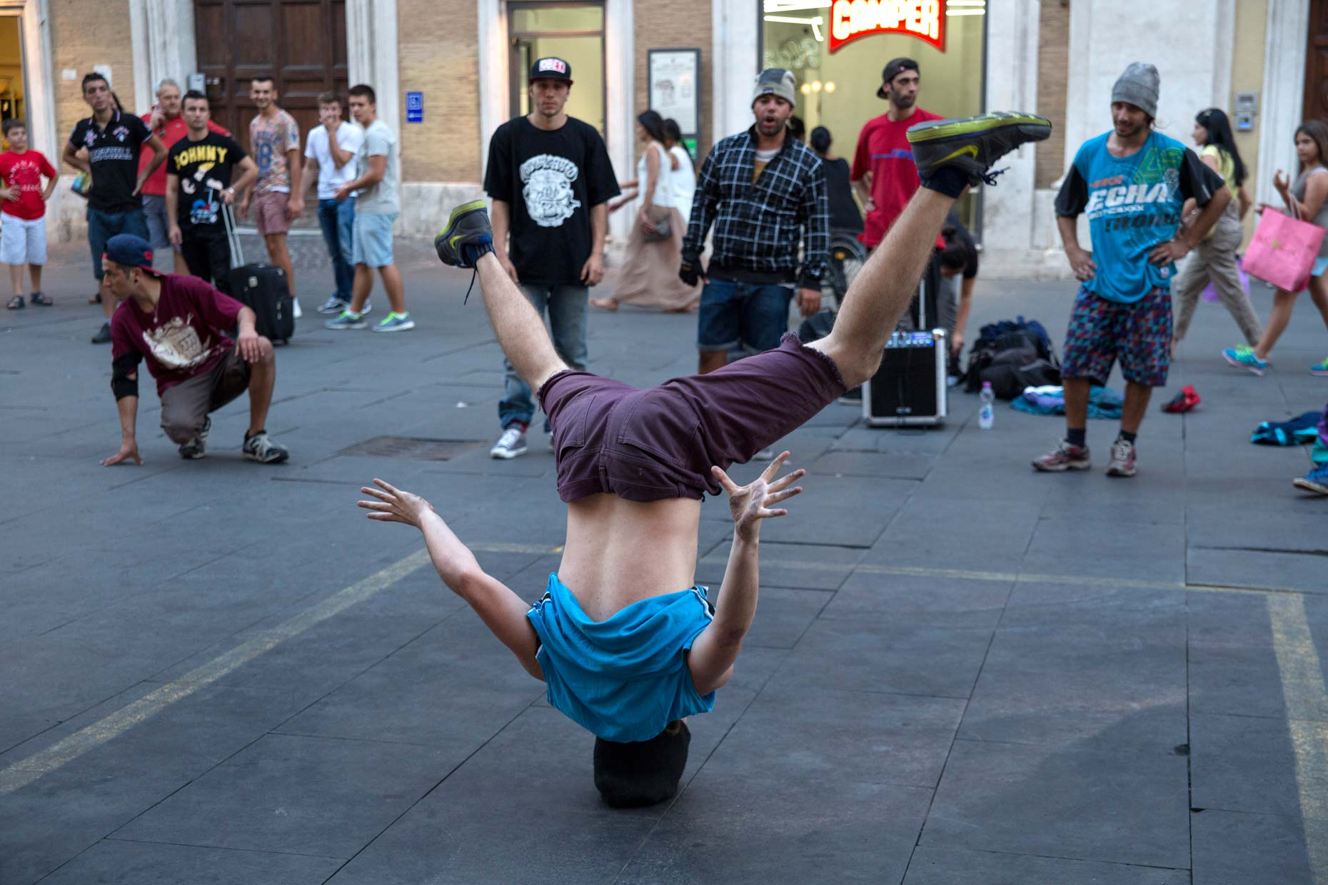 Italy-Rome-break-dancers