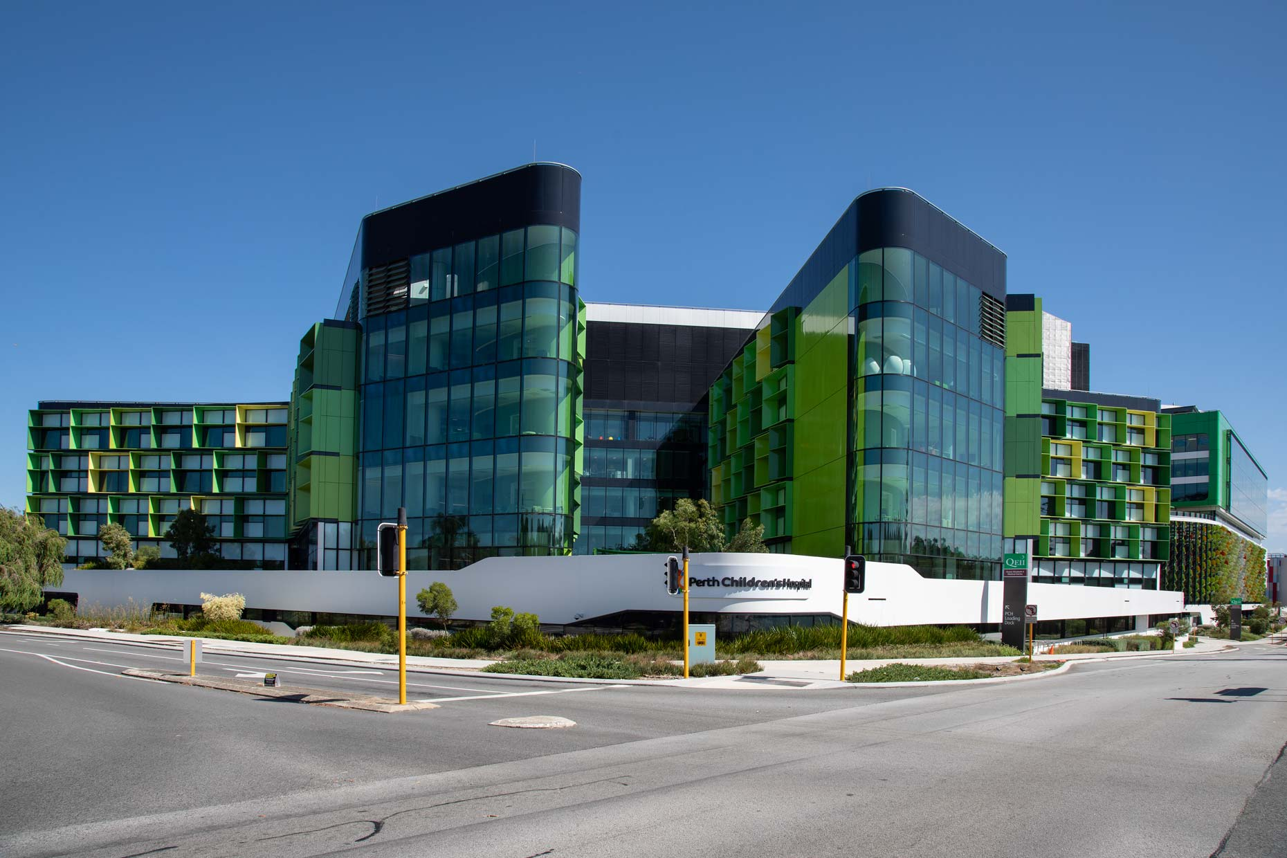 Perth-Childrens-Hospital_exterior_corner-facade_0N8A9897