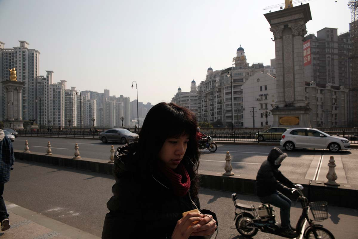 Shanghai-suburbs_woman-lost-in-thought.jpg