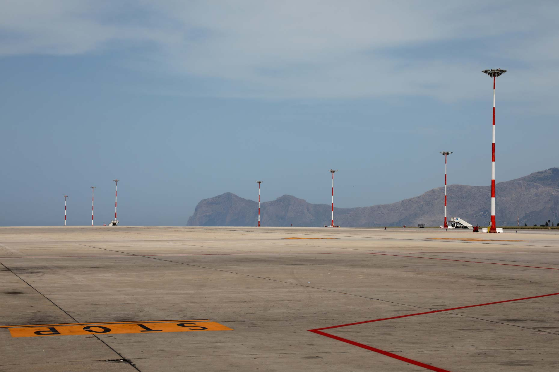 italy-palermo-airport-tarmac-jeffery-smart
